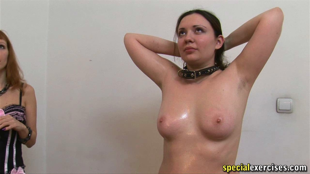 fat sweaty nude girl showing her shaved pussy
